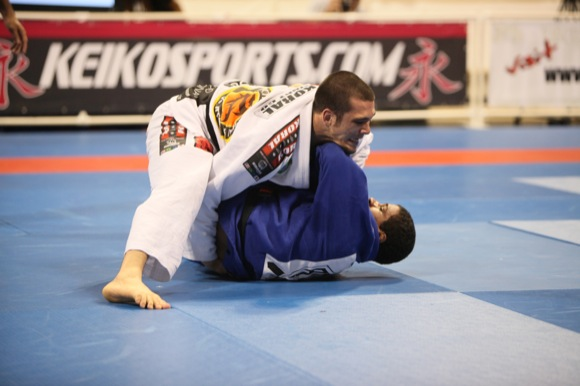 Langhi beats Celsinho by judges' decision