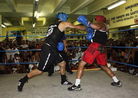 Murilo Bustamante against Motosserra in boxing match