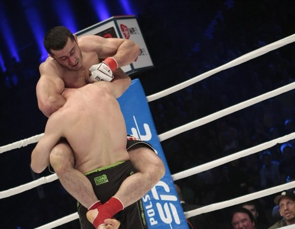 A arte de fazer guarda no MMA, com Mamed Khalidov