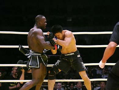 Melvin against Shungo Ohyama. Photo: Susumo Nagao