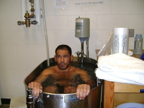 Minotauro refreshes body and soul in ice bath, after Natural Gymnastics session, in a photo from GRACIEMAG archives