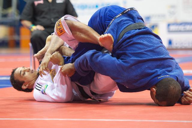 Como ter uma pegada mais firme no kimono dos seus oponentes no Jiu-Jitsu