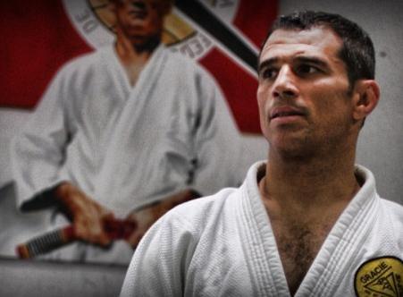 Vídeo: Aprenda com Royler Gracie uma posição de defesa pessoal