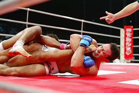 "Renzo: ""It will be a pleasure to rough up Matt Hughes"""