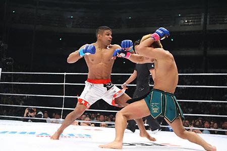 Bibiano beats Hansen and keeps belt