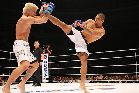 Galvão kicks John Alessio at Dream 8, in a photo by Susumu Nagao