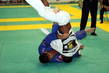 Tagarela submits Bochecha and focuses on IBJJF events