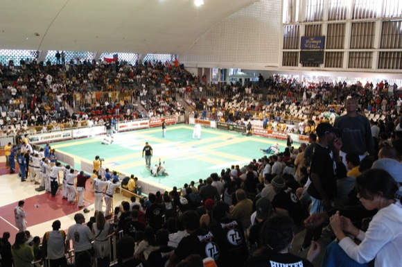 With 2,300 on board, Brazilian Nationals goes off in Tijuca