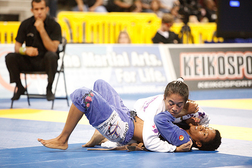 Leticia Ribeiro teaches a Spider/DLR guard sweep that lands you on side control