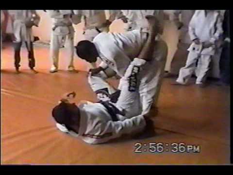 Tererê's teaches how to pass guard
