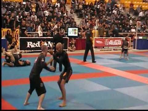 Flying triangle at 2009 World No-Gi
