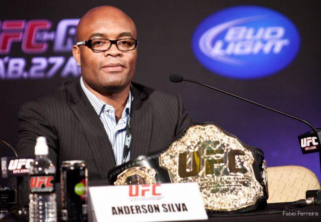 Dana White revela que contrato de dez lutas com Anderson Silva está fechado