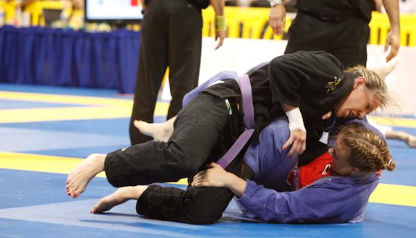 Cris Cyborg de kimono. Foto: GRACIEMAG.com