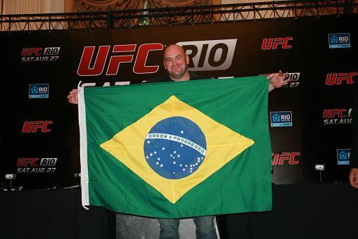 Dana White greets Rio public in Portuguese