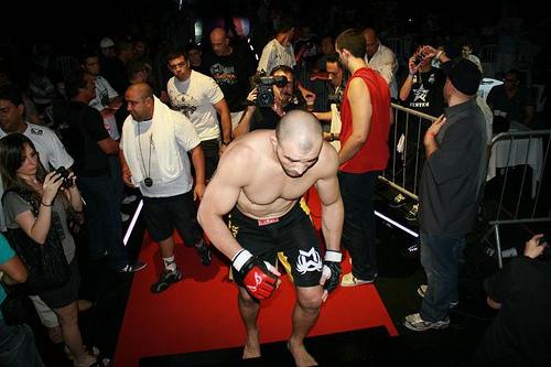 Jiu-Jitsu no MMA: o mata-leão sinistro de Glover Teixeira