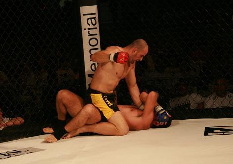 Glover venceu a principal luta da noite. Foto: Carlos Ozório.