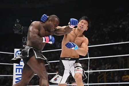 Melvin Manhoef is another addition to the card. Photo: Susumu Nagao