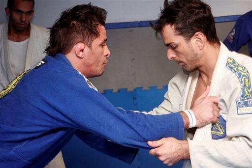 Dourado agora ataca de promotor de MMA
