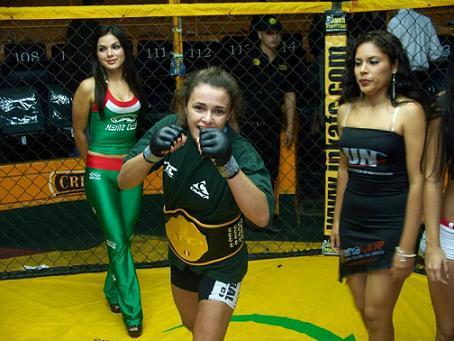 Campeã mundial, Nicolini vence em estreia no MMA