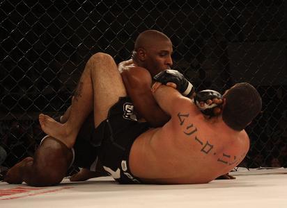 Ninja put faith in his Jiu-Jitsu and didnt fear going to guard in São Paulo. Photo: Carlos Ozorio