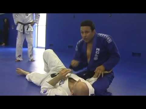 Renzo teaches lapel submission
