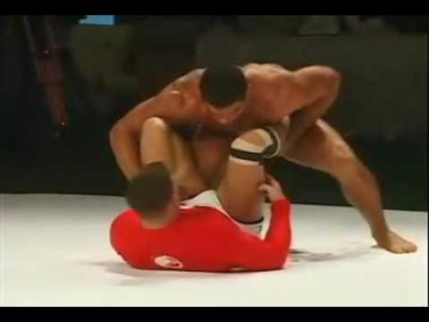 Fight or clinic? Arona vs Cachorrão