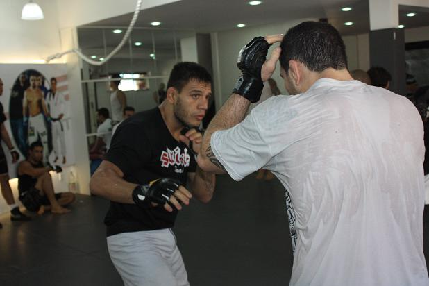 UFC Fight Night 27: Get a behind-the-scenes look at Rafael dos Anjos' preparation