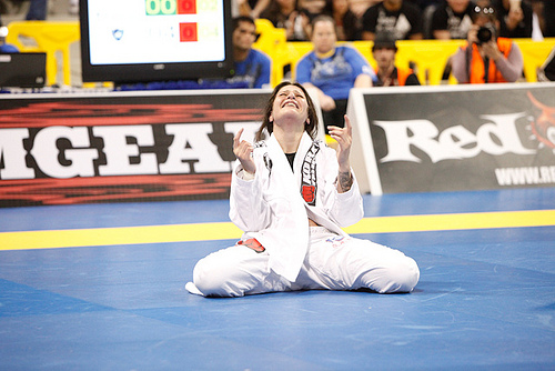 Sem kimono e de luvas, Talita Treta volta ao MMA. Foto: Arquivos GRACIEMAG
