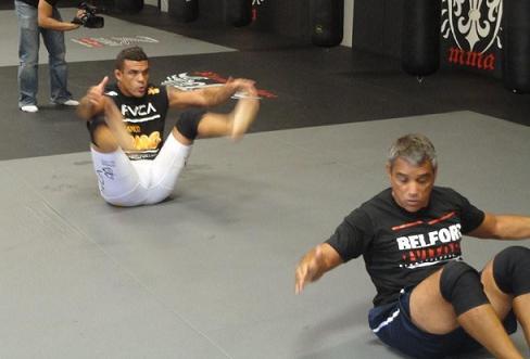 Belfort afia o chão para Akiyama até na parte física