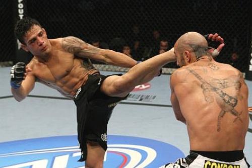 UFC: Dos Anjos surpreende e aniquila Sotiropoulos