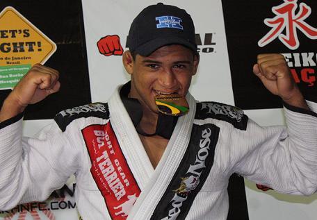 Durinho to headline on MMA debut