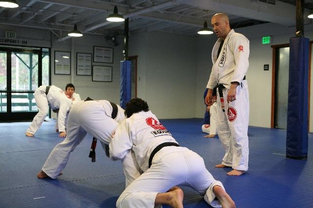 Uma aula de passagem de guarda e um rola instrutivo com Feitosa