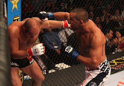 Hendo beats Fedor and remains king of the veterans