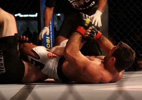 Demente comenta rápida finalização na estreia no MMA