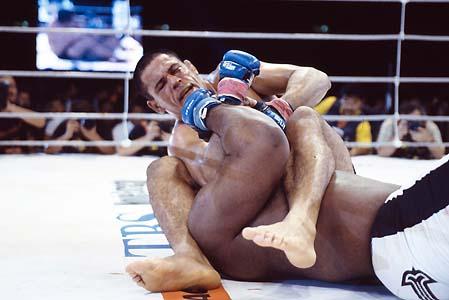 """Minotauro defende chave de Toquinho no UFC: """"Ou vai com tudo ou perde o encaixe"""""""