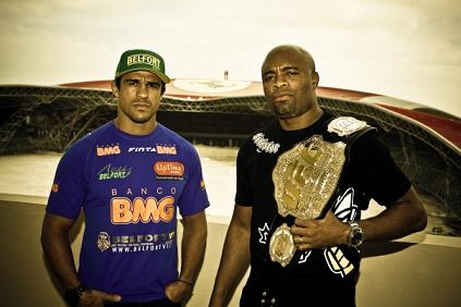 Anderson and Belfort share a beer