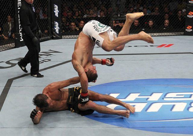 Mendes comenta Mendes e a cambalhota no UFC 133