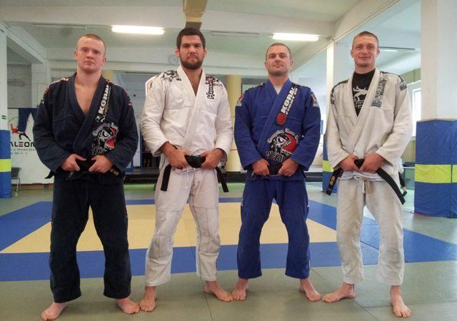 Drysdale treina com xeque Tahnoon e gradua dois faixas-pretas na Polônia