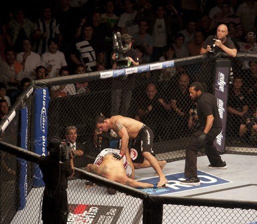 Na madruga do UFC, Minota nos braços da galera