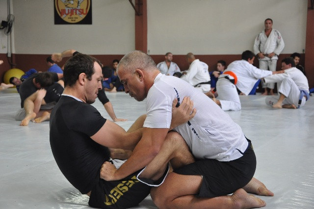 Zé Mario Sperry por cima: o faixa-preta de Carlson Gracie promete pressão em mais um desafio na carreira. Foto: Divulgação/2011