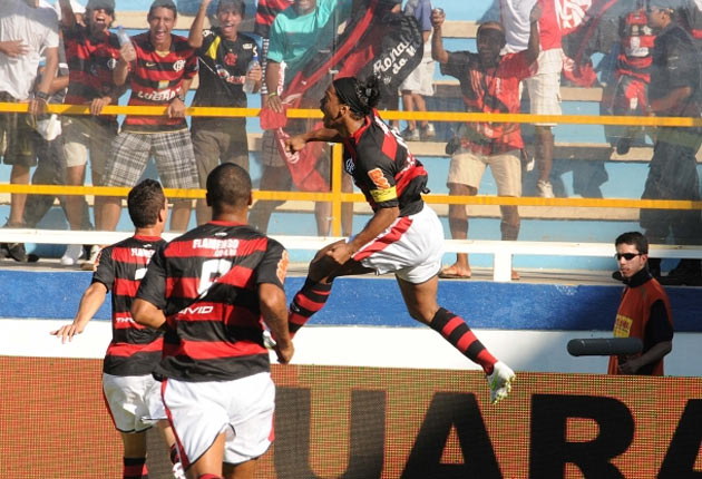 "Before Aldo or Belfort, team Flamengo ""presents"" its fighter"