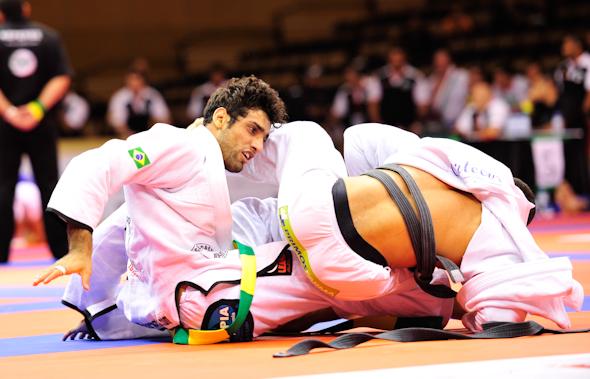 Leandro Lo wins in Sertãozinho; Miyao loses in absolute