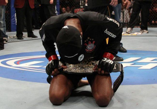 Corinthians se reforça com Anderson e planeja CT de MMA