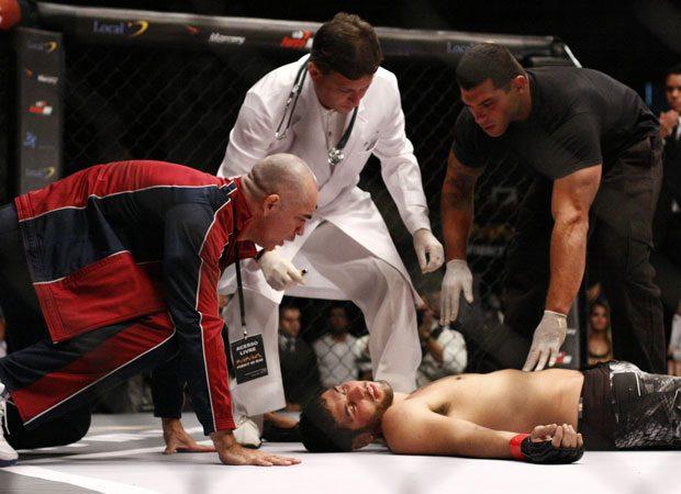 Arona arbitra luta de MMA na novela este sábado