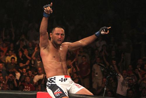 Vídeos: Reveja a 1° e a última batalha de Dan Henderson, aposentado do MMA