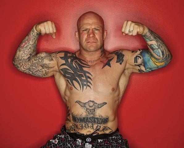 Jeff Monson exibe as tatuagens. Foto: Divulgação