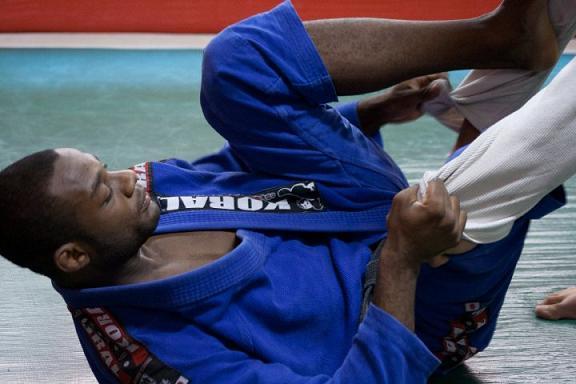 Depois do choro, o riso e as vitórias do campeão de Jiu-Jitsu Alan Finfou