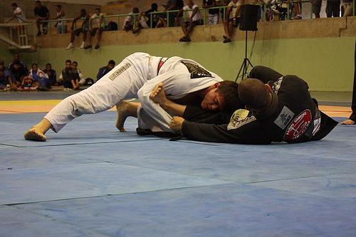 Classificado a Abu Dhabi, Caio defende cinturão no MMA