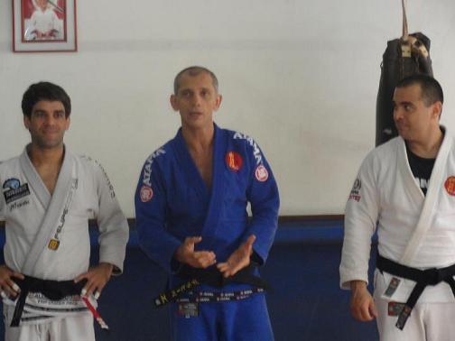 Felipe Costa helps De La Riva prepare to face Jean-Jacques