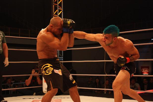 Lineker takes title; Jungle Fight photo gallery
